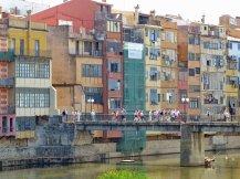Spanien-Girona-Haeuser-Onyar-Bruecke-1