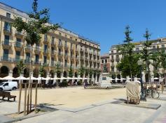 Spanien-Girona-Placa_de_Independencia-2
