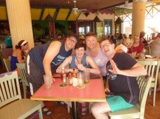 Aruba-Oranjestad-Iguana_Joe-wir-1