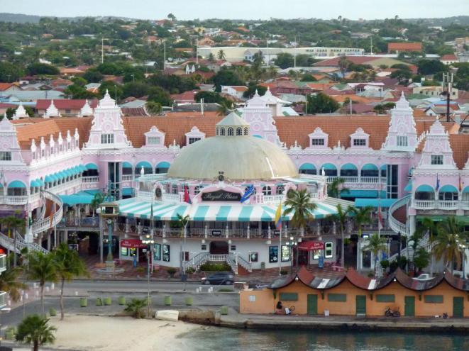Aruba-Oranjestad-Shoppingmall-1