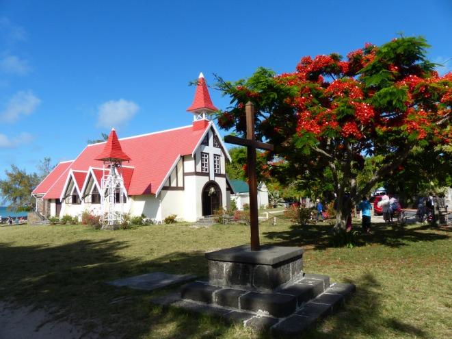 Mauritius-Cap_Malheureux-Kirche-Flammbaum-3