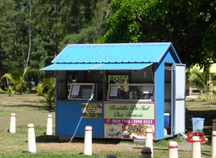Mauritius-Mittagspause-Foodstand-Bel_Ombre-1