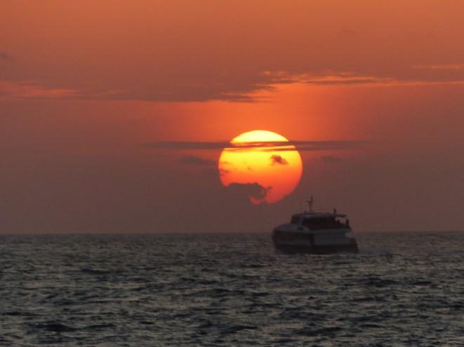 Seychellen-Faehre_nach_Mahe-Abend-Sonnenuntergang-1