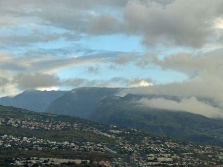 La_Reunion-Le_Port-Hafen-Blick_auf_Berge-1