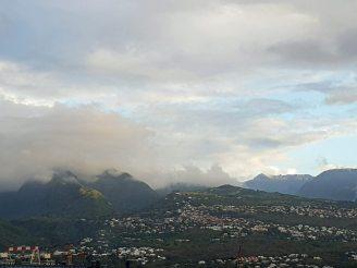 La_Reunion-Le_Port-Hafen-Blick_auf_Berge-2