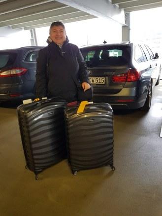 Duesseldorf-Parkhaus-Koffer-wir