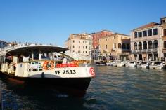 Venedig-Canal_Grande-Vaporetto-3