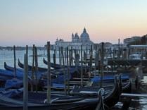 Venedig-Gondeln-Santa_Maria_della_Salute-Abenddaemmerung-2