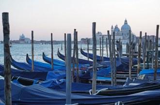 Venedig-Gondeln-Santa_Maria_della_Salute-Abenddaemmerung-4
