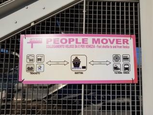 Venedig-Hafen-People_Mover-Hinweisschild-1
