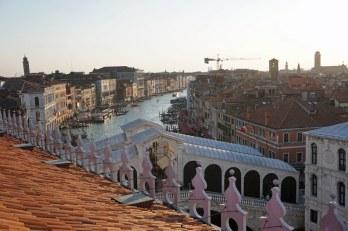 Venedig-Kaufhaus-Fondaco_dei_Tedeschi-Ausblick-Rialto_Bruecke-1