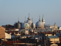 Venedig-Kaufhaus-Fondaco_dei_Tedeschi-Ausblick_auf_Markusbasilika-1