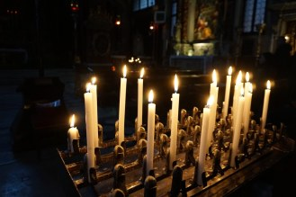 Venedig-Kleine_Kirche-Kerzen-1