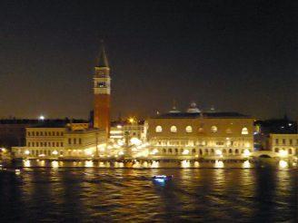 Venedig-Markusplatz-Nacht-1
