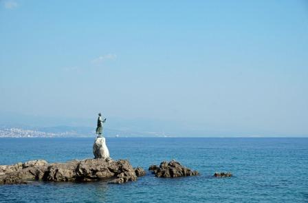 Kroatien-Opatija-Maedchen_mit_der_Moewe_Statue-1