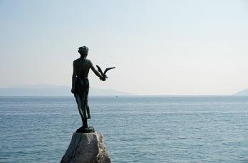 Kroatien-Opatija-Maedchen_mit_der_Moewe_Statue-2