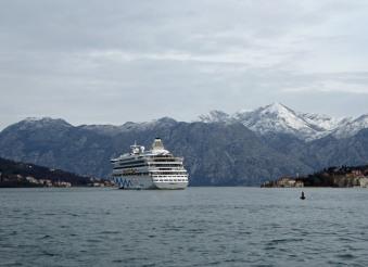 Montenegro-Kotor-Fjord-Berge-Schnee-AIDA_aura-1