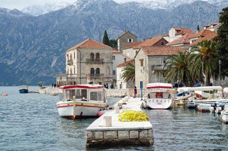 Montenegro-Perast-Hafen-Promenade-1