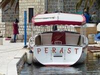 Montenegro-Perast-Hafen-Promenade-Boot-1
