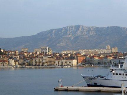 Split-Hafen-Blick_Altstadt-1