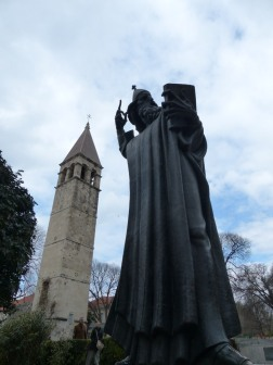 Split-Statue_Bischof_von_Nin_Gregors-2