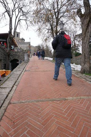 San_Marino-Altstadt-Aufstieg_zur_Burg-1
