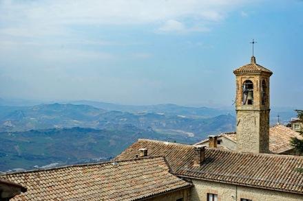 San_Marino-Altstadt-Ausblick-Berge-1
