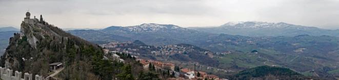 San_Marino-Blick_auf_Seconda_Torre-Monte_Titano-2