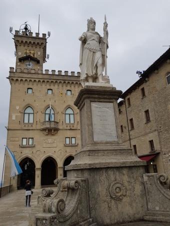 San_Marino-Regierungspalast-Palazzo_Publicco-Stauta_della_Liberta-1