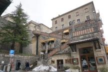 San_Marino-Treppen_vom_Parkplatz-1