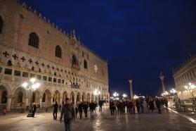 Venedig-bei_Nacht-Dogenpalast-3