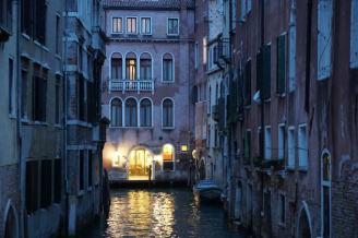 Venedig-bei_Nacht-Kanal-1