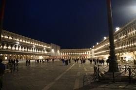 Venedig-bei_Nacht-Markusplatz-2