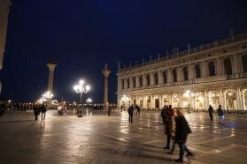 Venedig-bei_Nacht-Piazzale_San_Marco-4
