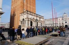 Venedig-Campanile-Markusplatz-Warteschlange-1