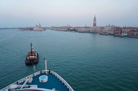 Venedig-Canale_di_San_Marco-Blick_Canal_Grande-AIDA-Morgendaemmerung-1