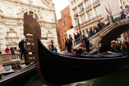 Venedig-Kanal-Gondelfahrt-Gondel-2