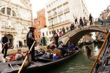 Venedig-Kanal-Gondelfahrt-Gondel-Bruecke-3