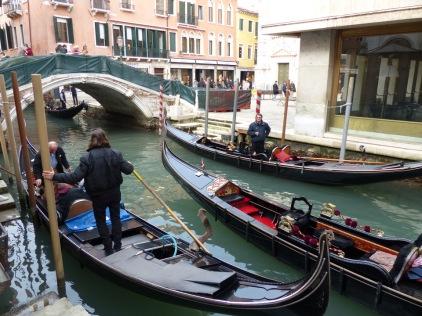 Venedig-Kanal-Gondeln-1