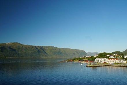 Alesund-Fjord-blauer_Himmel-1