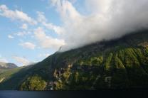 Geiranger-Fjord-Daemmerung-Wolken-2