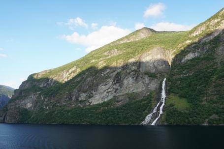 Geiranger-Fjord-Wasserfall-Braeutigam-1