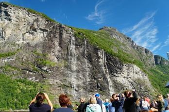 Geiranger-Fjord-Wasserfall-Sieben_Schwestern-1