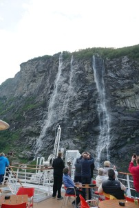 Geiranger-Fjord-Wasserfall-Sieben_Schwestern-2