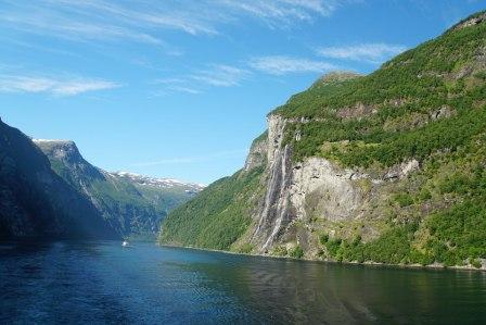 Geiranger-Fjord-Wasserfall-Sieben_Schwestern-3