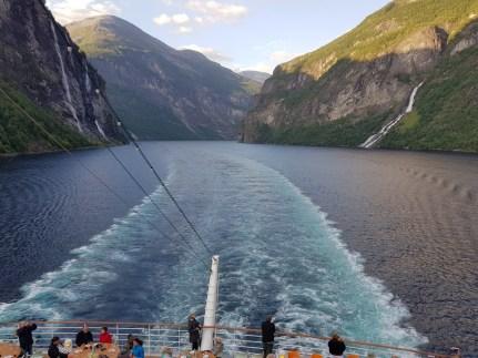 Geiranger-Fjord-Wasserfall-Sieben_Schwestern-Braeutigam-2