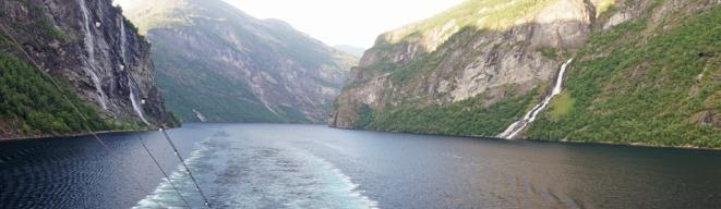 Geiranger-Fjord-Wasserfall-Sieben_Schwestern-Braeutigam-Panorama-1