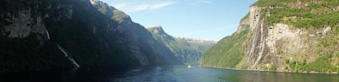 Geiranger-Fjord-Wasserfall-Sieben_Schwestern-Panorama-2