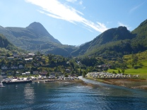 Geiranger-Ortschaft-Berge-4