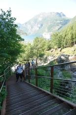 Geiranger-Wasserfall-Treppen-wir-6